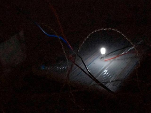 Thiết bị này tạo ra điện từ bóng tối