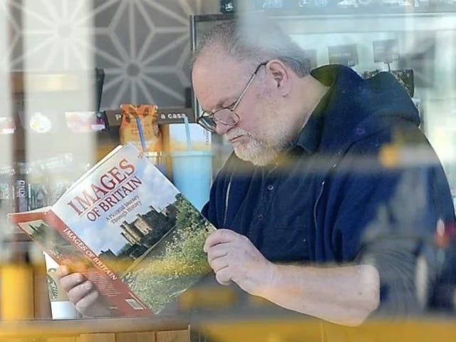 GOOD LORD, the Photos of Meghan Markle's Father Reading a Book at Starbucks Are FAKE!