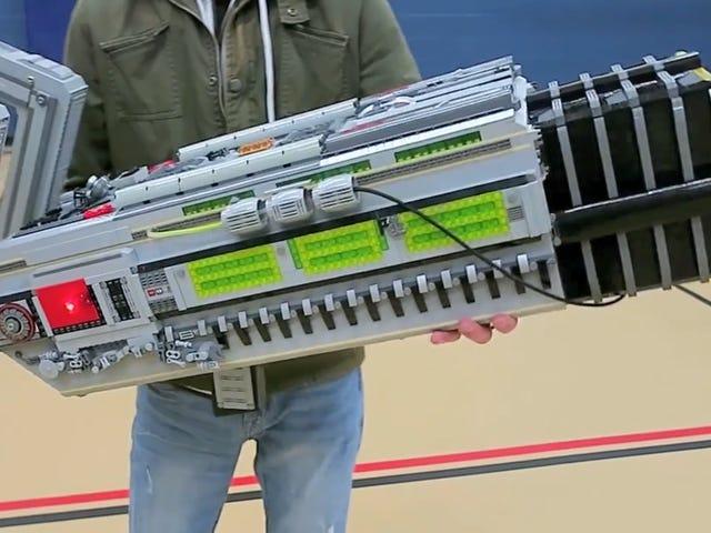 Il a fallu 20 livres de LEGO pour fabriquer le BFG 9000 de <i>Doom</i>