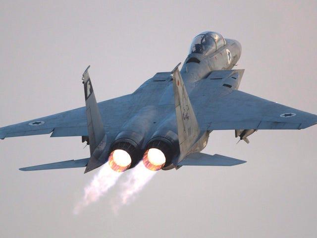 Dengarkan Juruterbang Tentera Udara Israel Letakkan Jet Fighter F-15 mereka Selepas Lalat-lalat Kanopi Mati