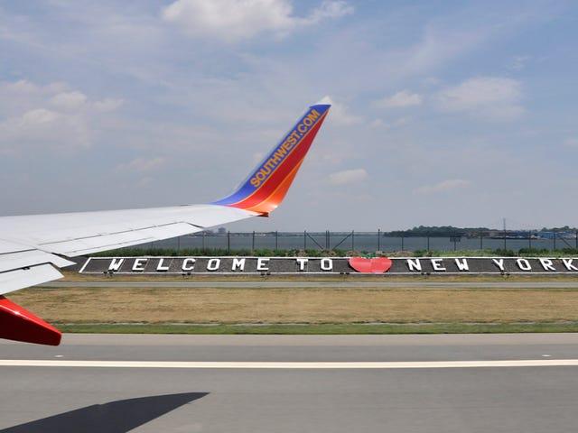 Todos los vuelos suspendidos temporalmente, luego reanudados, de todos los aeropuertos de Nueva York y Filadelfia
