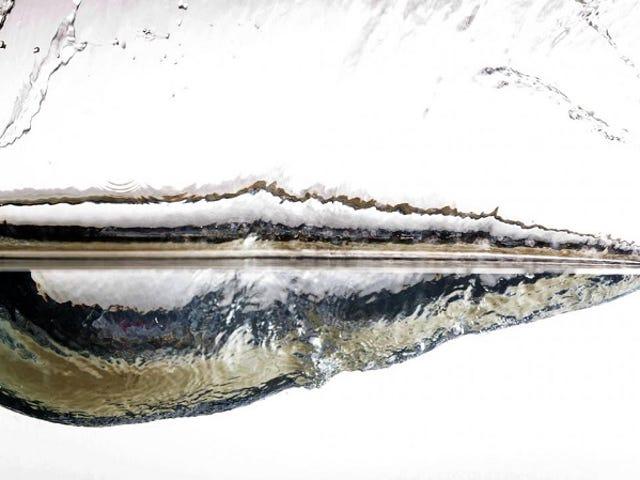 वैज्ञानिकों ने परफेक्ट स्किपिंग स्टोन बनाया और अपनी लैब के पार इसे छोड़ दिया