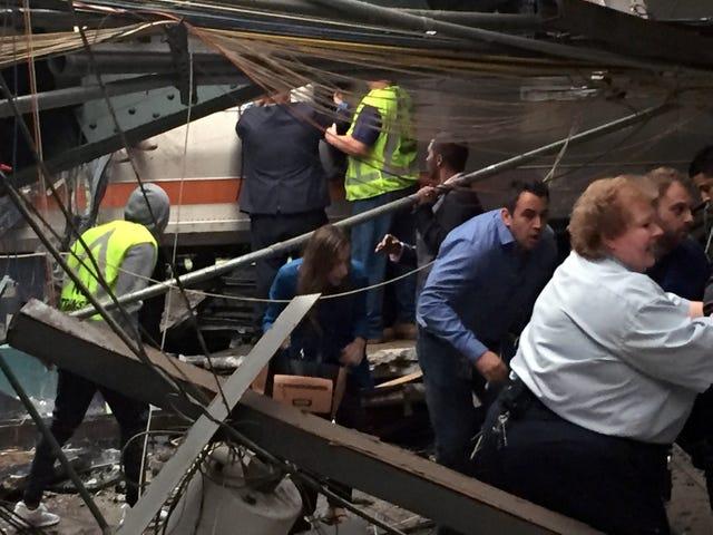 Juna kaatuu New Jersey -asemalle - 1 kuollut, kymmeniä loukkaantui [Päivitetty]