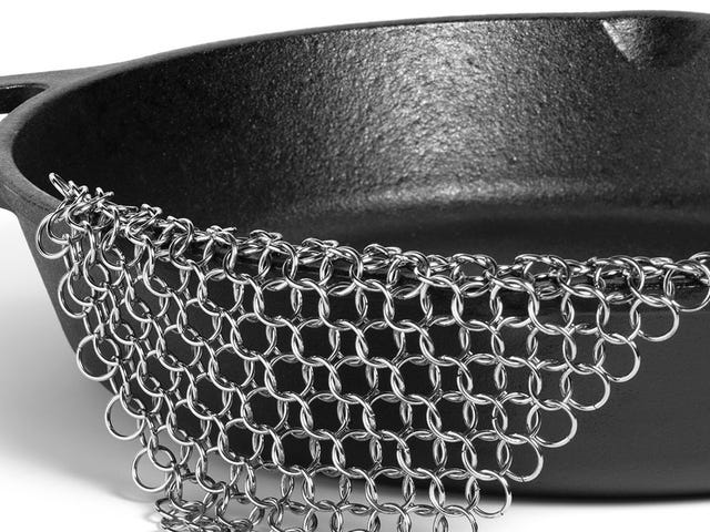 Cleaning Cast Iron Will Suck a Little Less With This $7 Piece of Chainmail