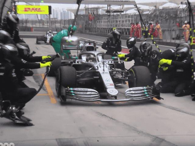 Kneel Før Mercedes 'F1 Double Pit Stop Prowess