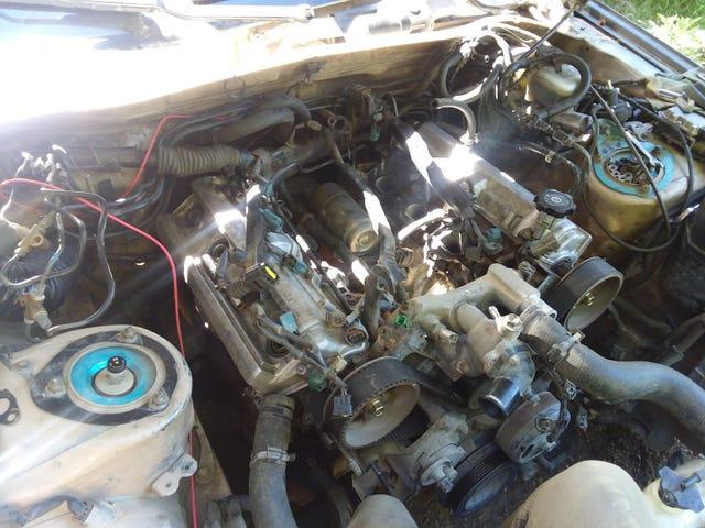 In parte attraverso lo strappo nel motore ...