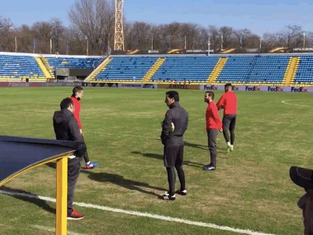 แมนเชสเตอร์ยูไนเต็ดสัมผัสกับ Glories Of Europa League กับร็อค - ฮาร์ดพิท