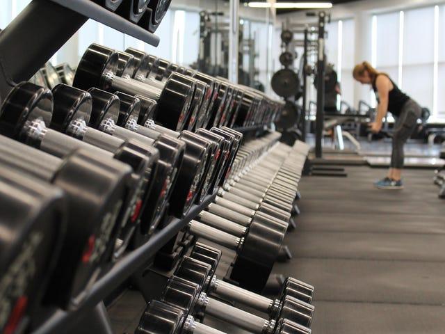 Haruskah Anda Mengangkat Sebelum atau Setelah Cardio?