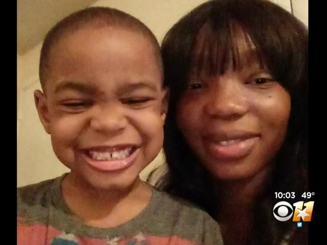 Dallas Mom, Okul Görevlisi'nin Oğlunu Küçük Bir Maymun Aradıktan Sonra Kovulmasını Çağırıyor