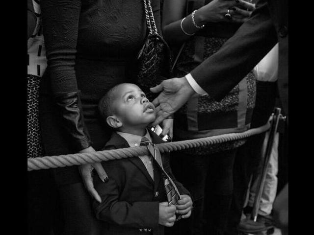 #ObamaAndKidsが最大のパイントサイズのファンと共にオバマ大統領の最高の写真を見る