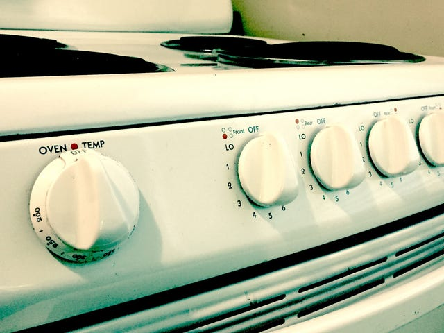 Take Photos of Stove Dials Before You Leave for Vacation