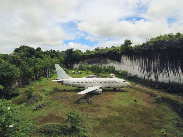 Hay un Boeing 737 abandonado en un campo de Bali, y nadie sabe quién lodejó ahí <em></em>