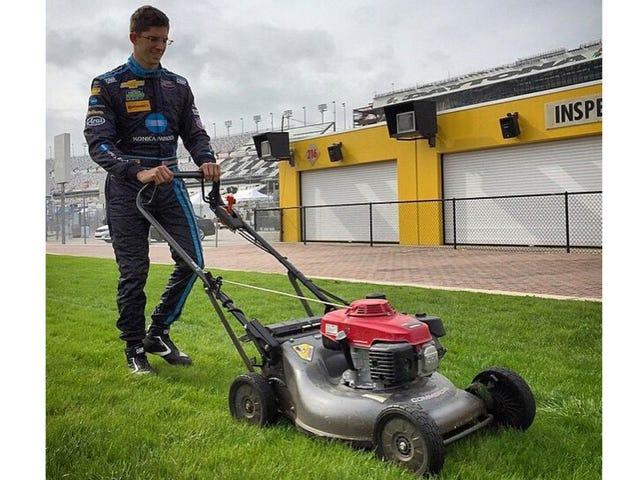 Kerran olen iloinen nähdessäni, että kilpailija leikkaa ruohoa