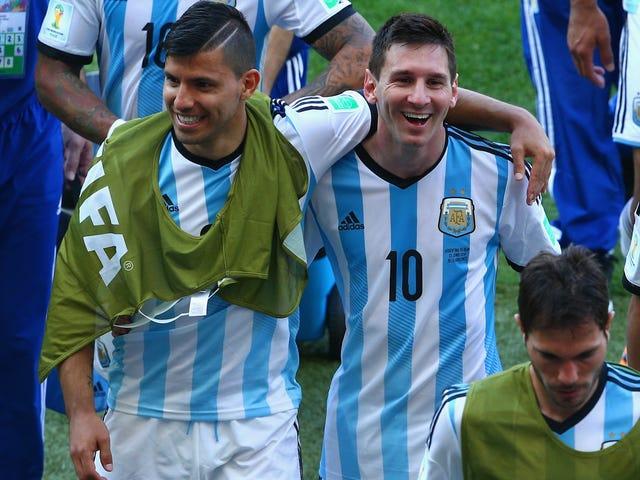 ESPNはLionel Messiの頭をSergioAgüeroの体にPhotoshopで撃ち、地獄のように愚かに見える