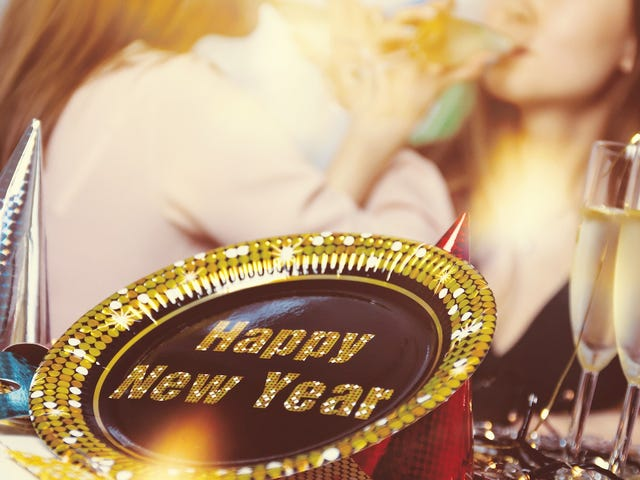 The Lifehacker Guide to Celebrating New Year's Eve
