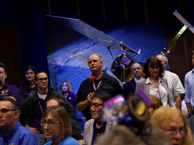 The Cassini Team Reflects on How it Feels to Say Goodbye to Their Spacecraft