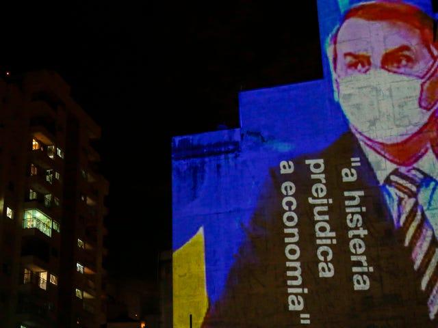 Bolsonaro Blames Press của Brazil cho Covid-19 'Hysteria,' Tự hào rằng anh ta quá phù hợp để mắc bệnh trong lời nói