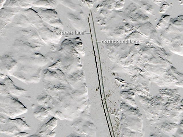 Ta 370-milowa autostrada wykonana z lodu rozciąga się przez Kanadę każdej zimy