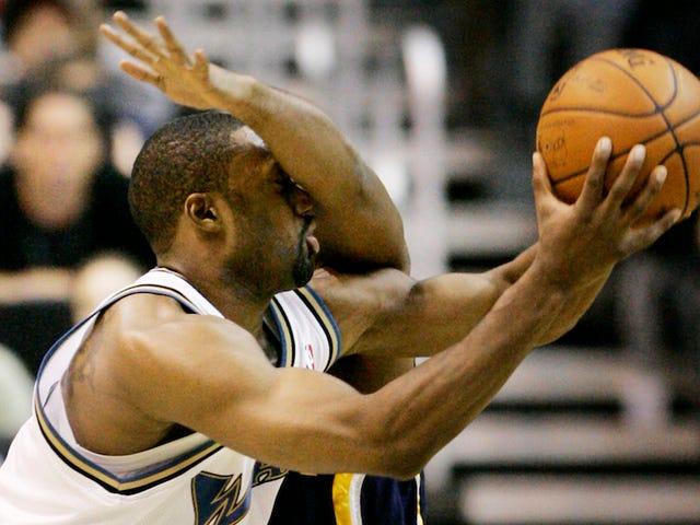 गिल्बर्ट एरेना का प्रस्ताव है कि WNBA में अधिक चूतड़ होते हैं