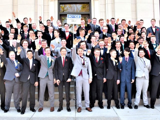 Wisconsin Boys Take Prom Photo Giving Nazi Salute; Internets Enraged