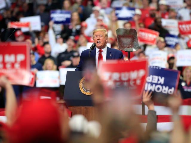 Coronavirus er forbandet, Trump vil afholde Rally, fordi han ikke kan stoppe med at samle