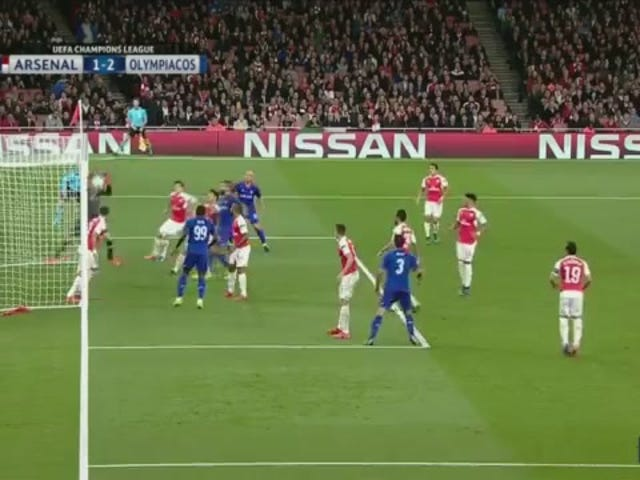 Ang Arsenal Keeper Fucks Everything Up, Marka Sa Kanyang Sumpain sa Sarili