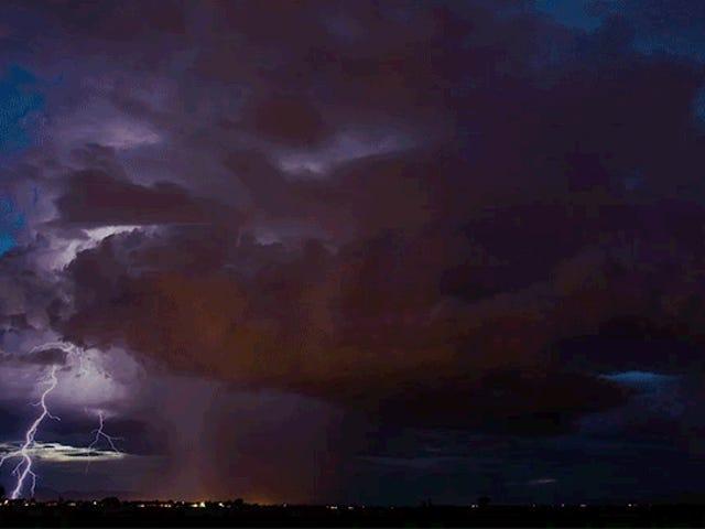 Цей Storm Chaser захоплює мусонські відео, як ви ніколи не бачили раніше