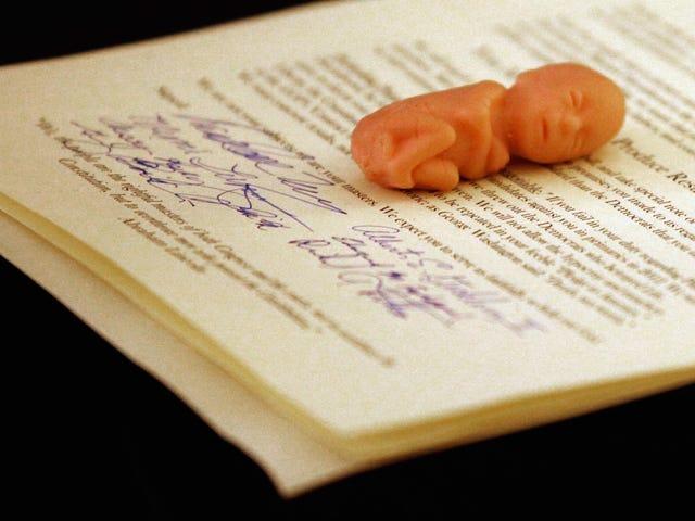 アラバマ州の裁判官は胎児に「人格状態」を与えるケースを却下します