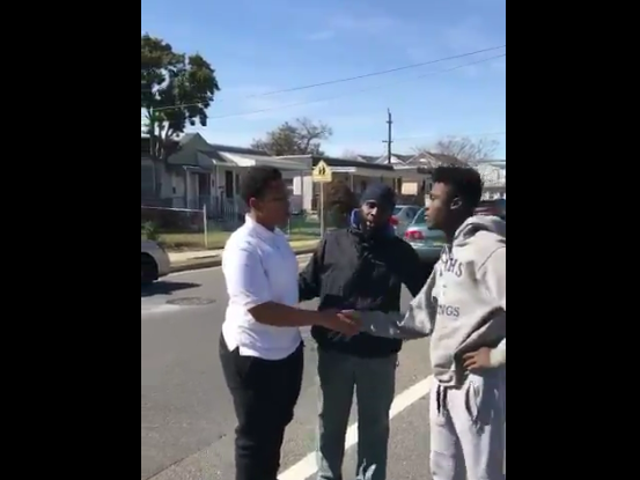 Viral Twitter Video Shows Black Man Stepping Up to Stop Teens From Fighting, Educate Them on Doing Better