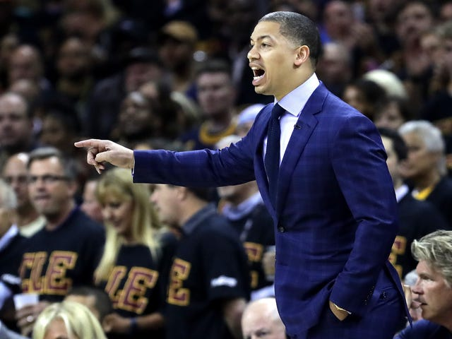 Laporan: LeBron James Menandatangani Tyronn Lue To An Extension