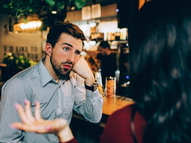 Πώς να αποφύγετε κάποιον σε ένα πάρτι χωρίς να είστε τραχύς