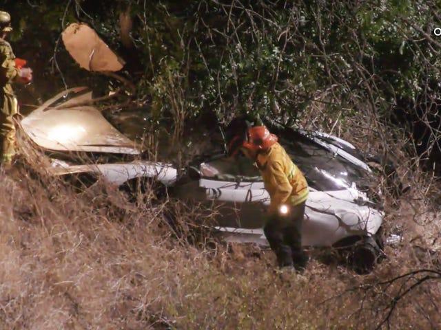 Motorista da McLaren resgatado por helicóptero depois que carro sai de Mulholland Drive