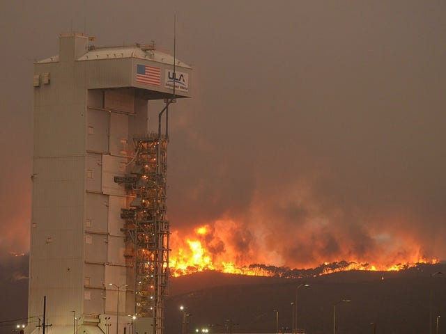 This Wildfire in California Is Getting Awfully Close to a Rocket Launchpad