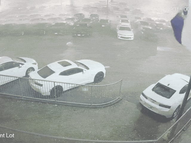 Guarda Baseball-Sized Hail Pound The Crap Out Of A Bunch Of New Chevys