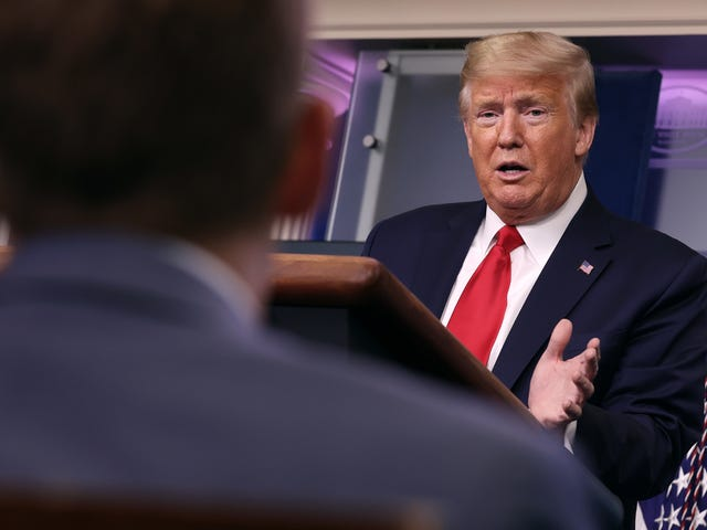 Trump tuyên bố đóng băng về việc tài trợ của Hoa Kỳ cho tổ chức y tế thế giới ở giữa đại dịch