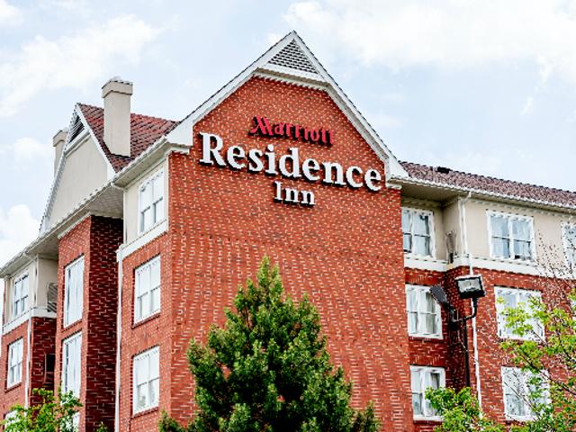 Residence Inn bị buộc tội cưỡng chế 'Không có chính sách của đảng' chống lại khách đen trong vụ kiện $ 300.000
