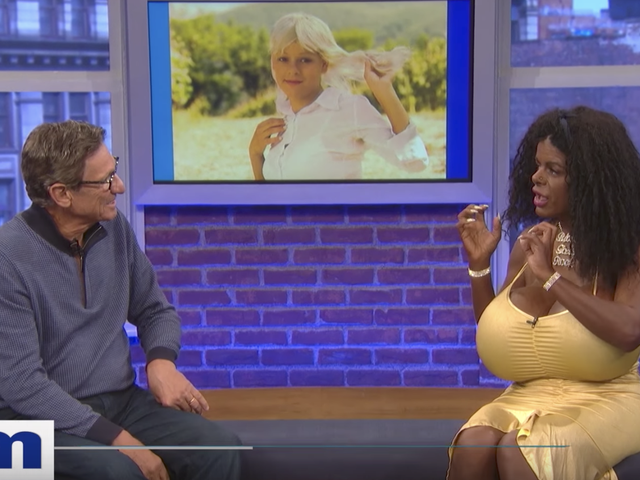 White Woman discute de sa transition «Black Woman» sur <i>Maury</i>