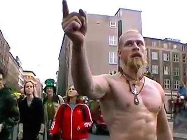 Música, drogas y un dedo amenazador: esta es la historia detrás del Techno Viking