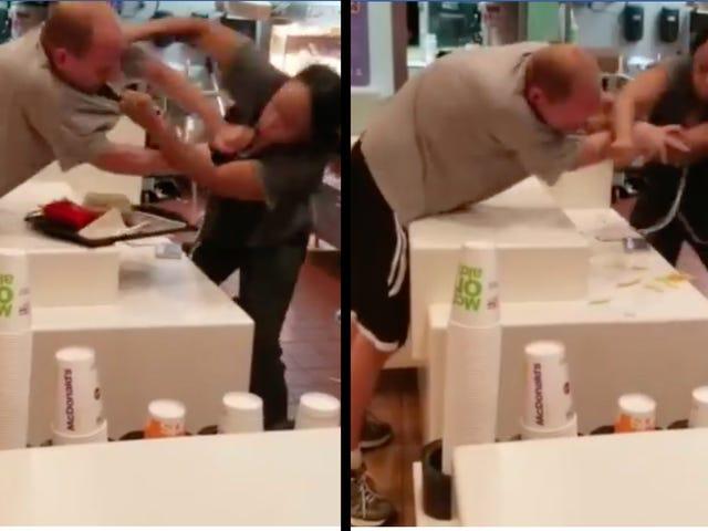 Man angriber Black Female McDonald's Worker, modtager stor overraskelse Ordre af 'That Smoke'