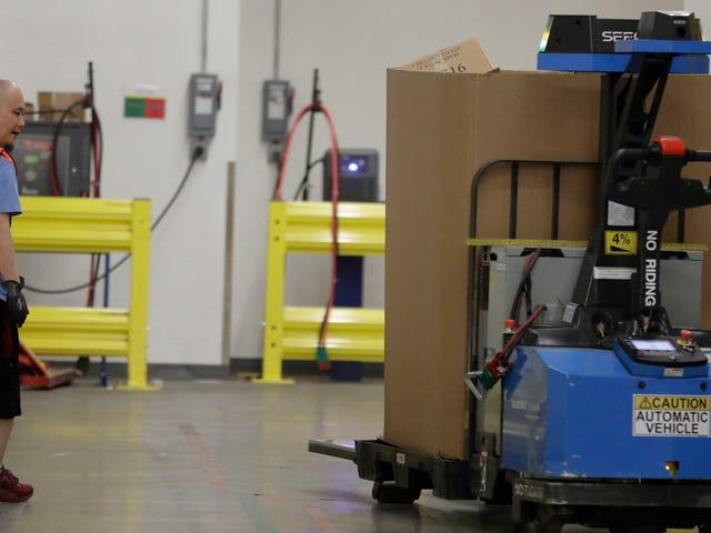 """Amazon ruller ud en """"Robotic Tech Vest"""" for at holde arbejdere fra at blive ramt af robotter"""