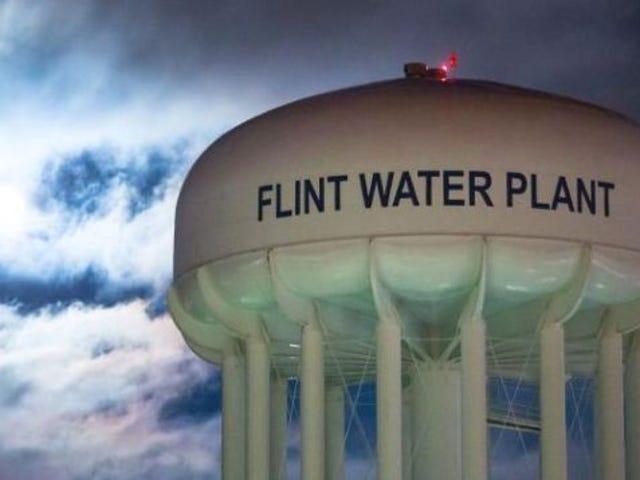 #Flint: Comme le gouverneur Mich. Snyder signe une aide de 100 000 000 $, des résidents avertis par l'eau filtrent une bactérie dans le port