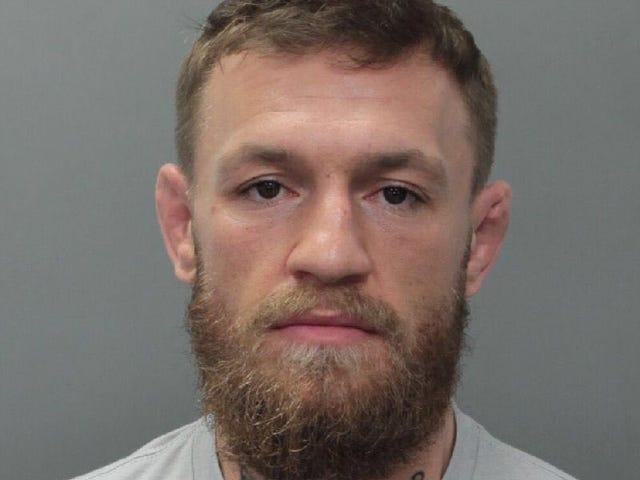 Báo cáo: Conor McGregor bị buộc tội Felony sau khi dồn điện thoại của một người hâm mộ vào quên lãng