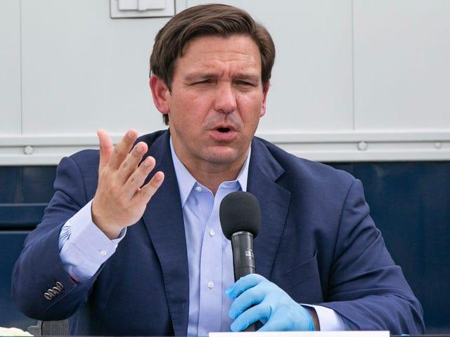 Флорида губернатор Рон DeSantis является немой AF, утверждает, что коронавирус не убил никого младше 25