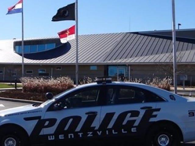 Poliisin pidätys epäiltyjen autojen varas, joka pelasti heidät Pontiac G8: ssa