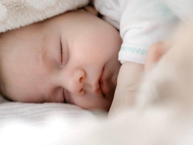 Come far dormire i tuoi bambini: una guida per età
