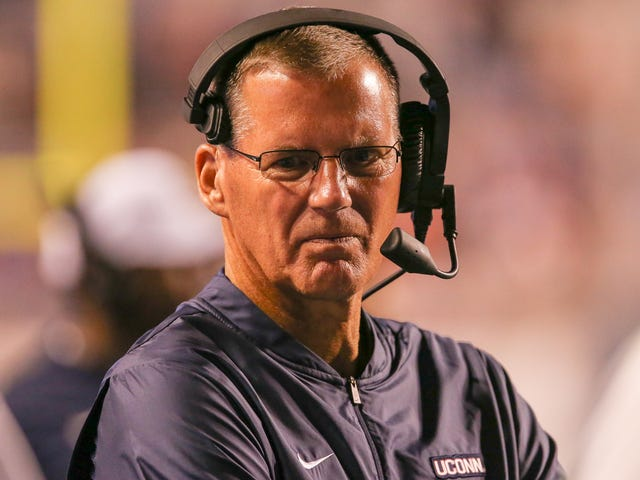 Randy Edsall Storms Out Of Press Conference After Reporter Dares To Ask About UConn's Shitty Defense