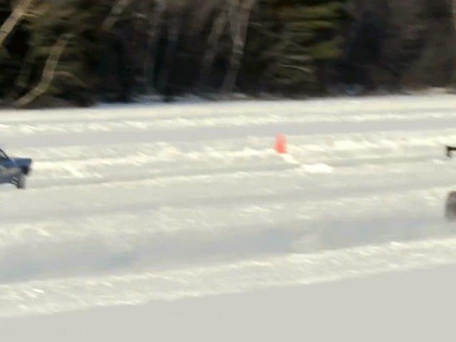 Assista este Mustang Drag Car puxar um Wheelie no gelo