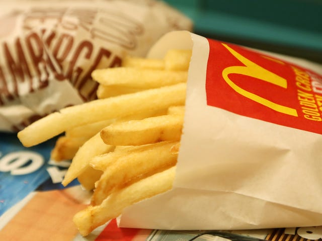 """<a href=""""https://thetakeout.com/needle-mcdonalds-fries-missing-needle-new-zealand-1829298744"""" data-id="""""""" onClick=""""window.ga('send', 'event', 'Permalink page click', 'Permalink page click - post header', 'standard');"""">Woman issues dire warning about needle in McDonald&#39;s fries, is coincidentally missing a needle<em></em></a>"""