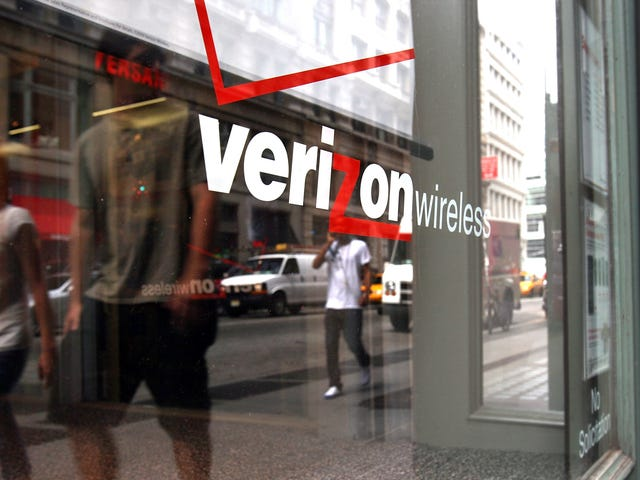 Verizon Signs Deal to Place the Saddest, Most Pathetic Bloatware on Samsung Devices [Updated]