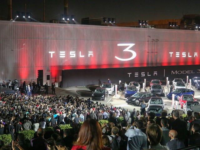 ผู้ซื้อ Tesla บอกว่าพวกเขากำลังถูกผลักดันให้ได้รูปแบบ S ในรูปแบบที่ 3